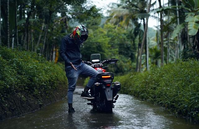 バイク坂道登らない